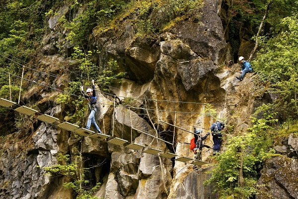 Klettersteig Ardennen : Outdoor in de ardennen survival carriënta esvera